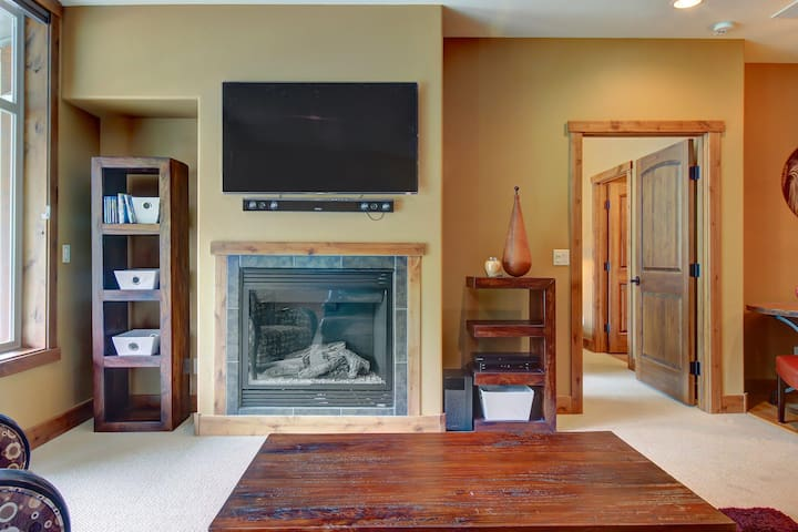 Walk to lifts from this luxurious ski condo w/views - plus shared pool & hot tub