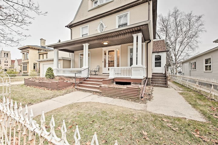 The home is <1 mile to Lake Michigan, as well as an array of city highlights!