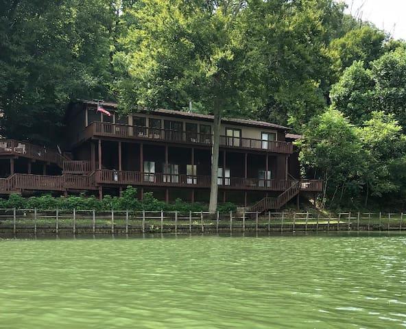 Hocking Hills Lake House