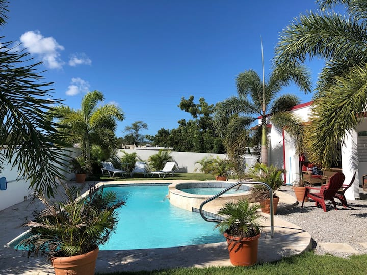 5⭐️ 4 Bedroom house with pool/spa by Boquerón