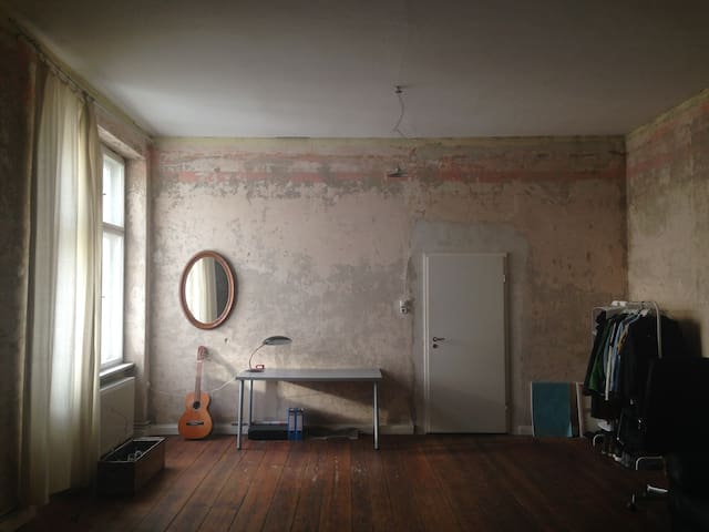 Spacious room in Mitte. - Berlim - Apartamento