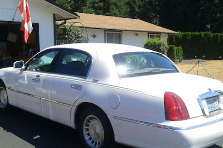 Cozy Jr. Suite Free Town car pickup - Auburn - Apartment