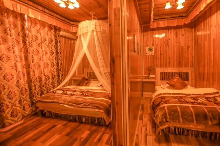 独克宗古城特色藏式家庭套房(免费空调热水停车位免费接机接站)