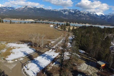 New Tiny House on Creekside Acreage - Invermere - House