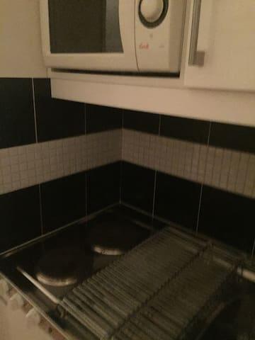 Studio one bedroom with smal kitchen and barhroom - Täby - Huoneisto