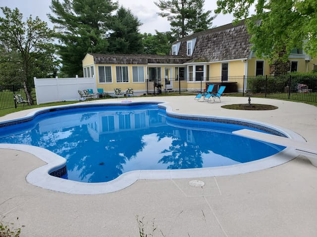 Your 3500sf Amazing retreat Pool Hot Tub Tennis