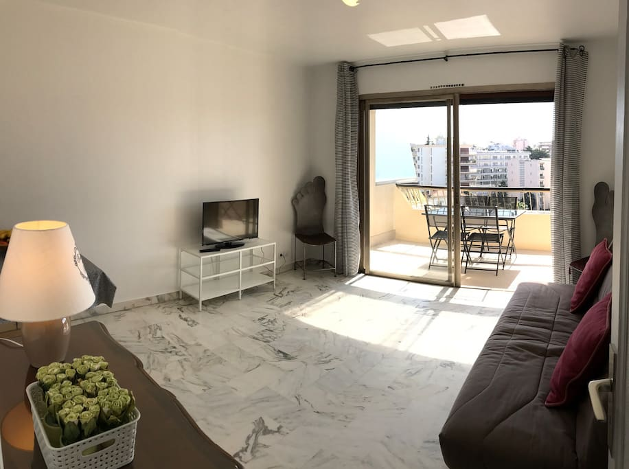Living-room with TV facing the terrace
