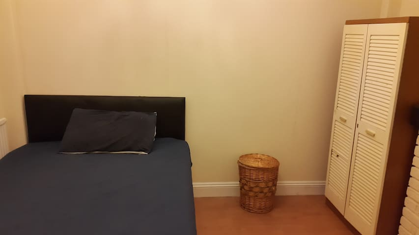 Doubleroom 2 min to Central line st - Ilford - Rumah