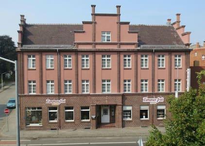 1A Hostel Zimmer Frei Hotelstandard - Spremberg - Bed & Breakfast
