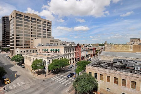 City Loft in Heart of Downtown B2 - Austin - Apartment