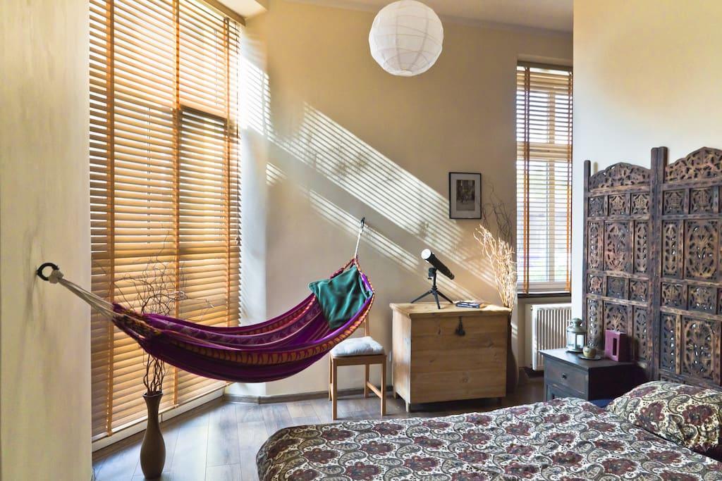 The bedroom with detachable hammock.