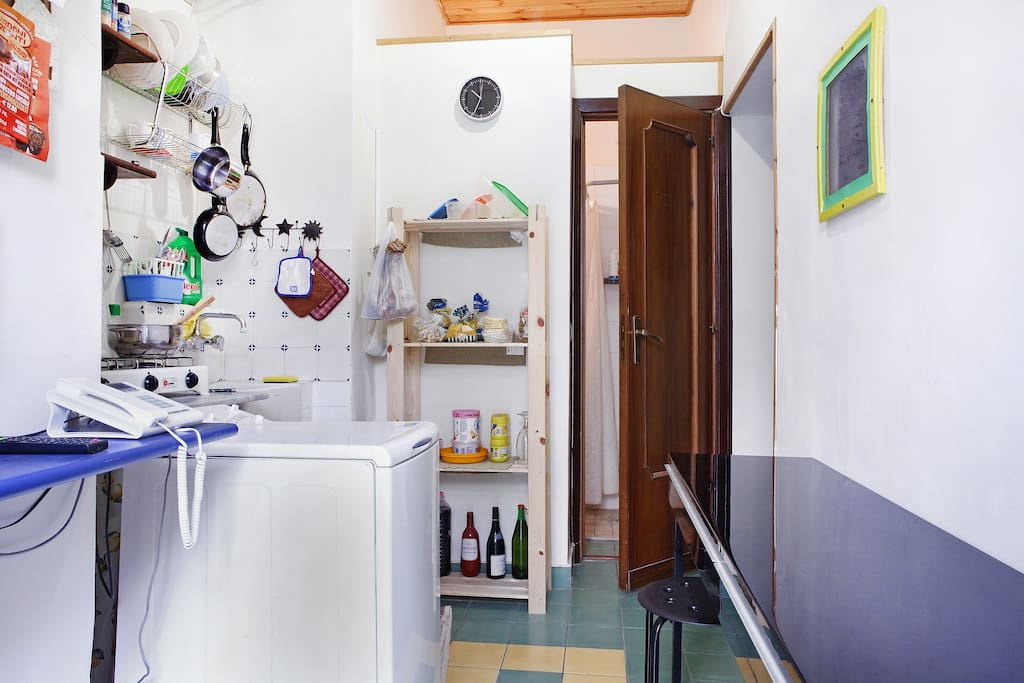 the little full equipated kitchen.