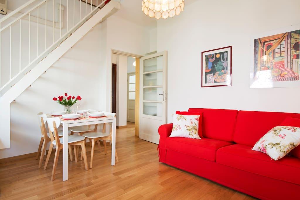 Soggiorno  con divano letto / Living Room with sofa bed