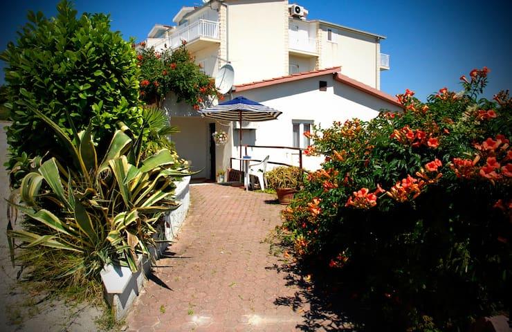 CHIC HOUSE BY THE SEA - Stobreč - Dom