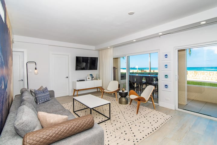 OceanFront Ground Floor Condo on Seven Mile Beach