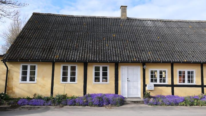 Charmerende og unikt bindingsværkshus på Samsø