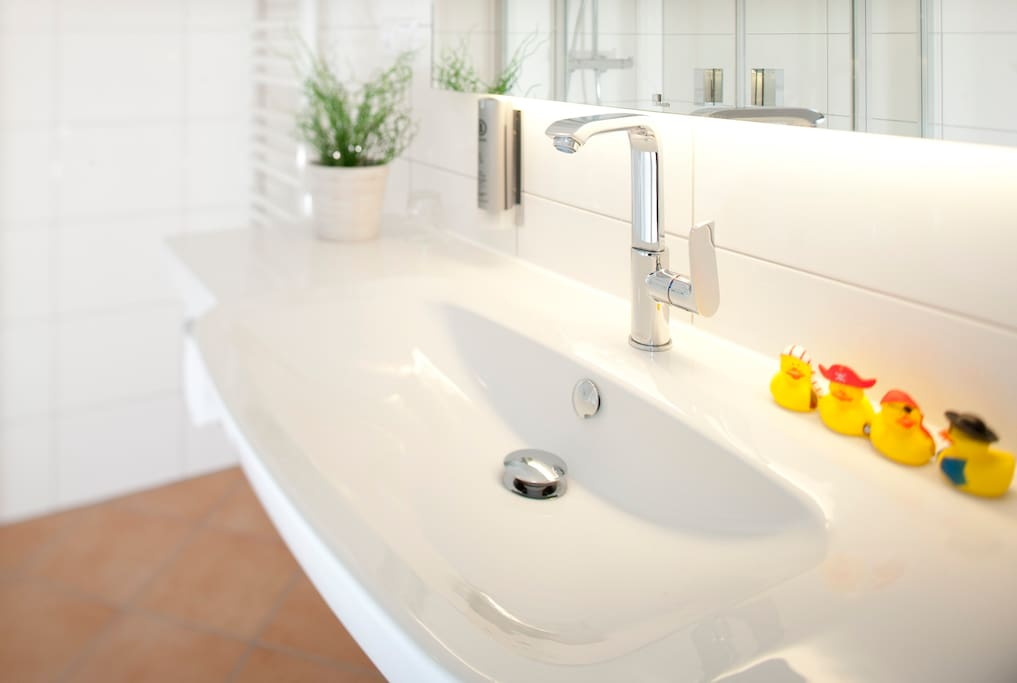 Neues, helles und freundliches Badezimmer!