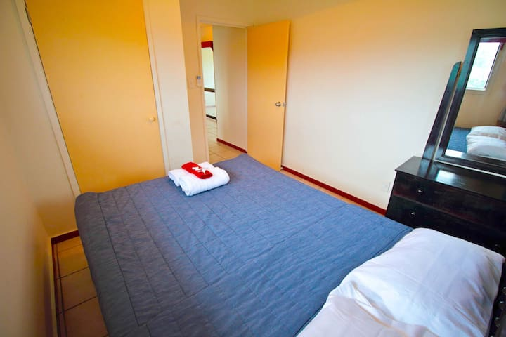 Clean Double Bedroom - Tonga Holiday Villa - Nuku'alofa