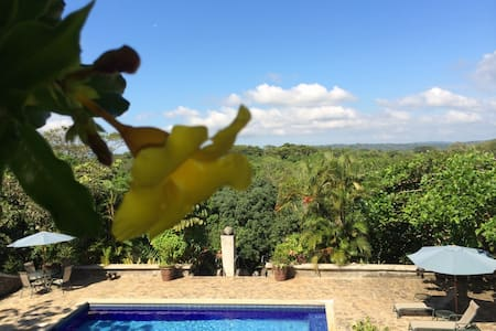 Eco-Friendly Vacation Home Just Outside Jaco - Jaco