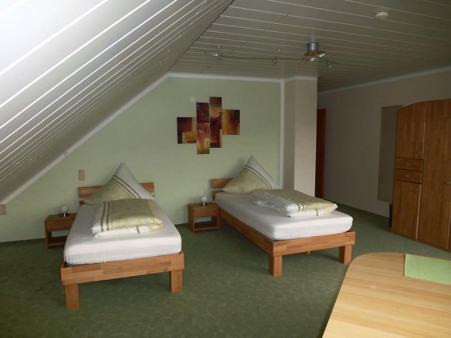 Schönes, großes, sonniges Zimmer mit Balkon und Westerwaldblick