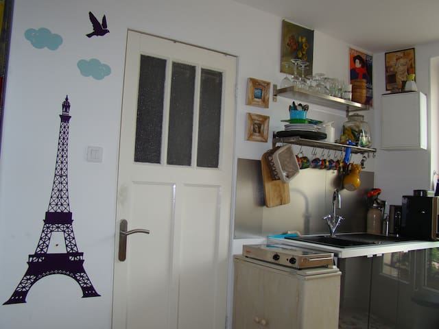 lovely new appartement with garage wohnungen zur miete in parijs le de france frankreich. Black Bedroom Furniture Sets. Home Design Ideas