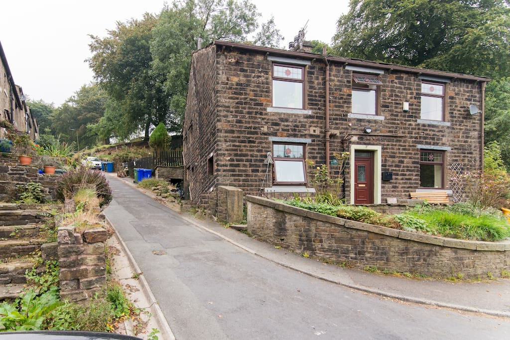 Broadclough Farm sits next to Bacup Old Road/Step Row