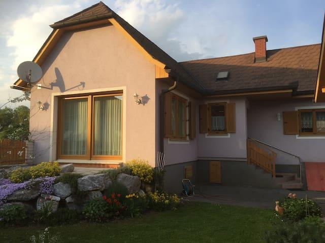 Bibi's Home - Cozy house, garden, parking, wlan