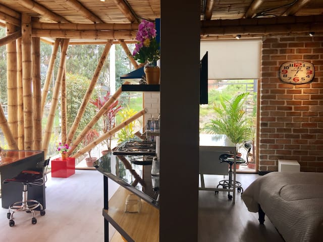 """Bambu Sierra"" Stunning Bambu Apartment 102"