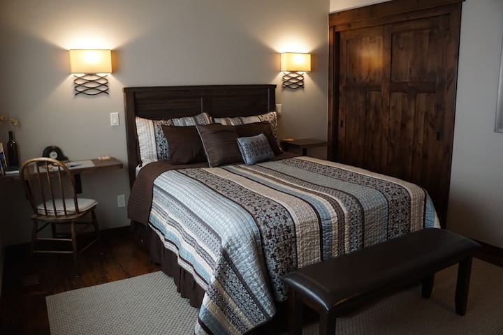 Bauer's Bower ~ A Private Guest Suite - Columbia Falls - House
