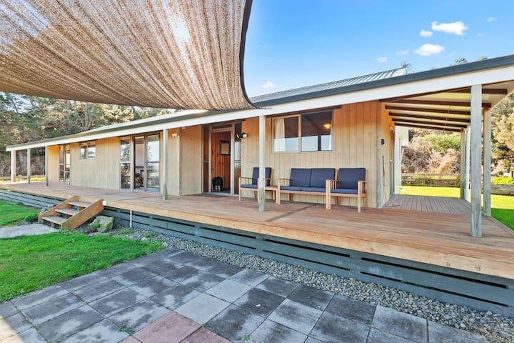 Tablelands Family Retreat- Opotiki Holiday House