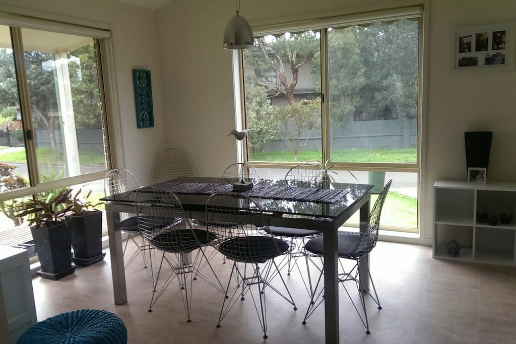 Dining area, table extends to seat 8 diners.