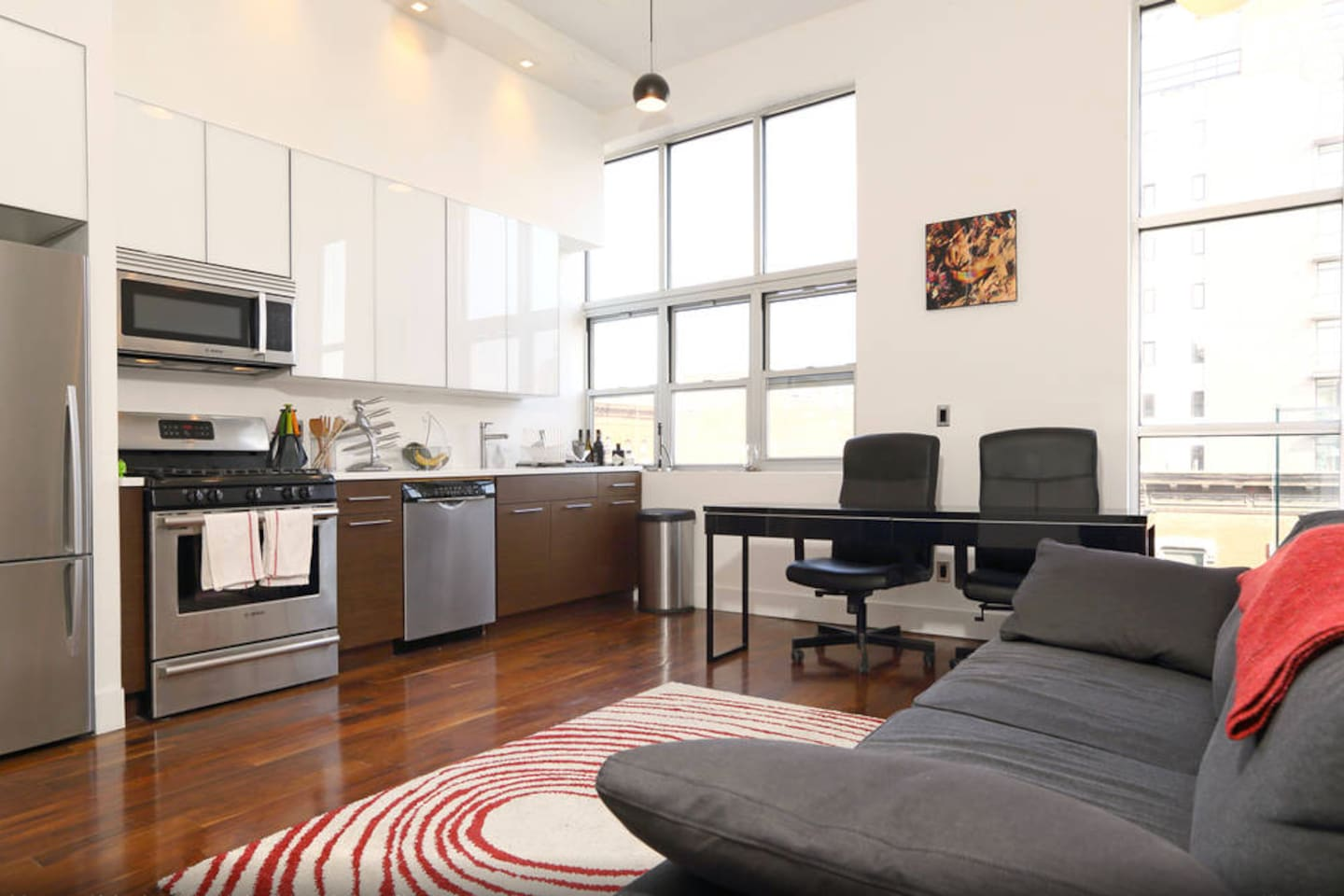 Beautiful 4 bedroom loft with 12 foot ceilings and modern renovations