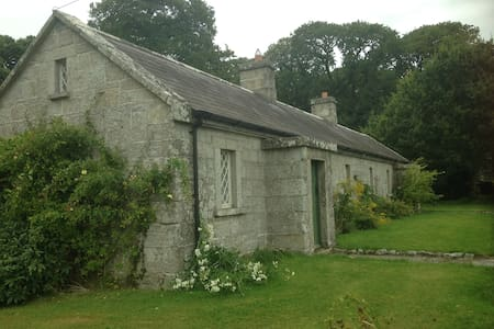 Mid 19th c'tury Blacksmiths Cottage - Rathvilly - บ้าน