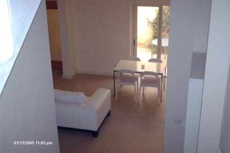 Stylish, modern, central apartment - San Gwann