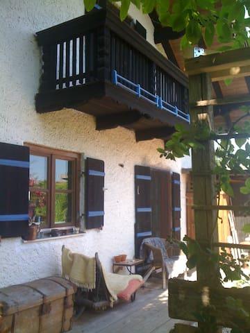 Hexenhäuschen mit Bergblick  - Fridolfing - Casa