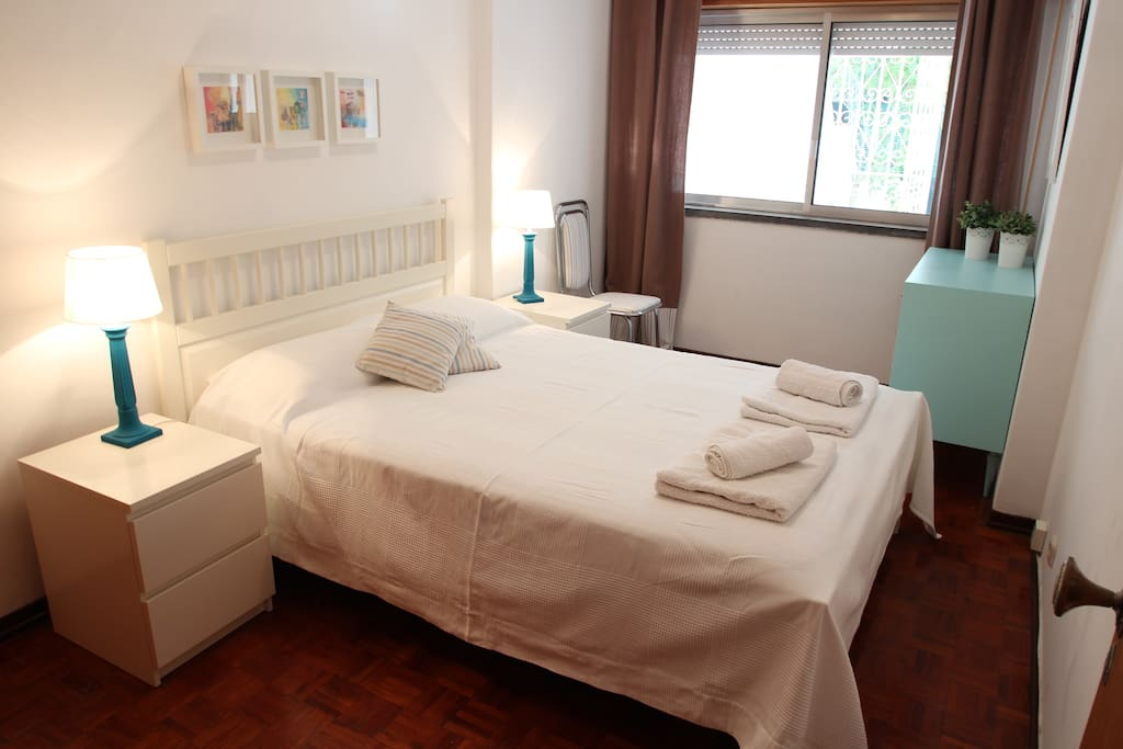 Bedroom with a double bed.