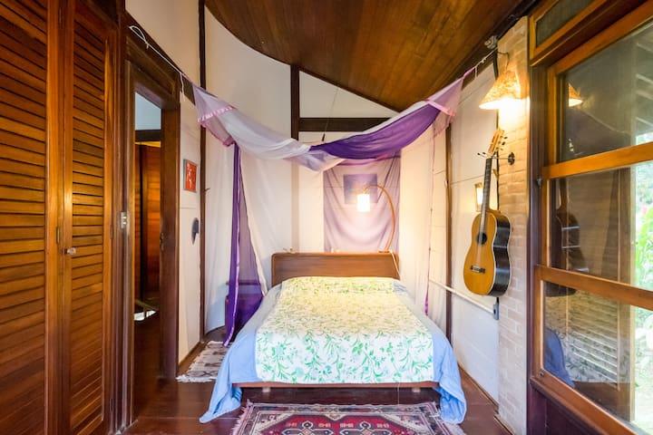 Suite com varanda a 100m do mar