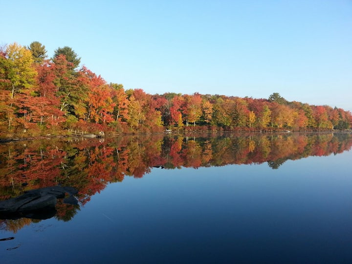 Romantic Getaway Cabin near Lake