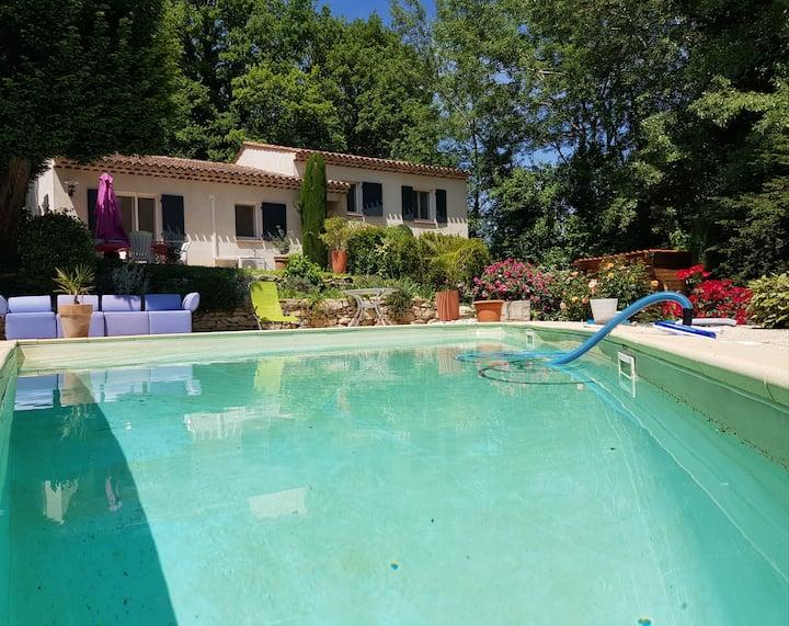Propriété typique, piscine,vue sur chateau Ansouis