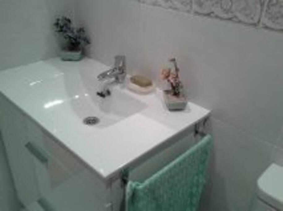 Baño completo exclusivo para los huéspedes