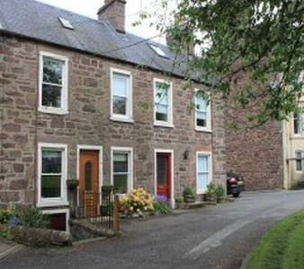 Drover's Cottage, Crieff Town Centr - Crieff - House