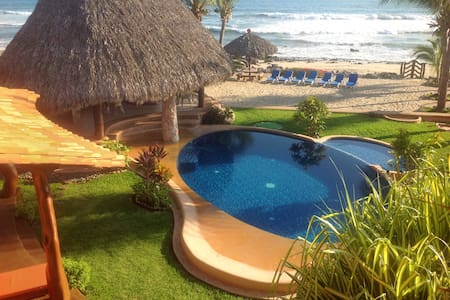 --- LUXURIOUS BEACHFRONT VILLA --- - Troncones - Villa