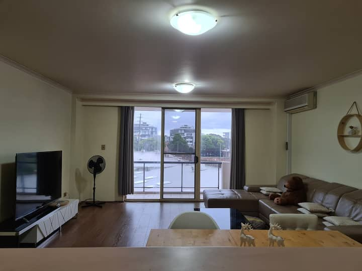 2bd Sutherland Apartment! (long & short stay)