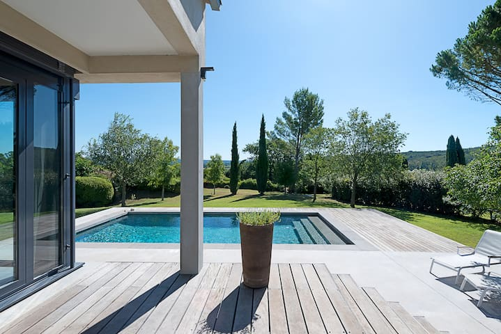 Villa in Uzès with swimming pool & tennis court
