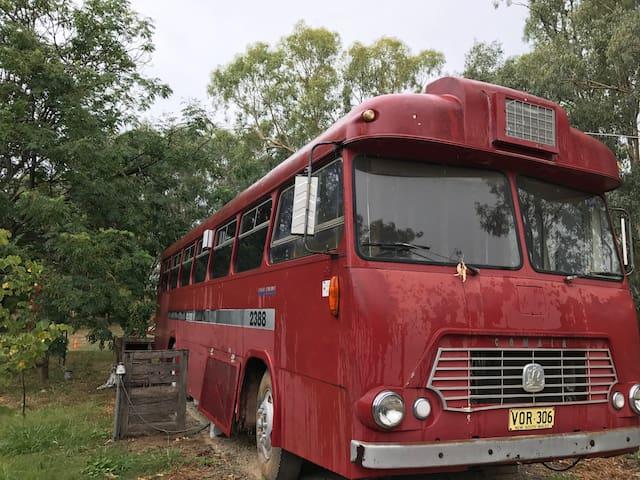 Old Tarcutta Inn Big Red Bus