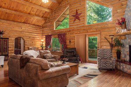 Luxury log cabin w/ access to Ford Lake! Sleep 14!