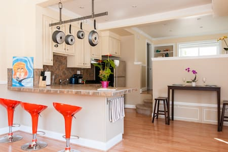 Modern sunny 1bd w private garage  - San Francisco - Apartment