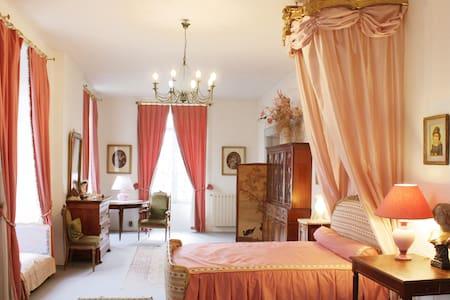 La Suite roses trémières au château - Poligné - Linna