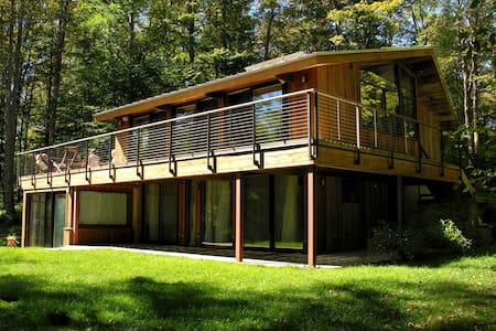 Modern House on Private Lake! - Livingston Manor - Rumah