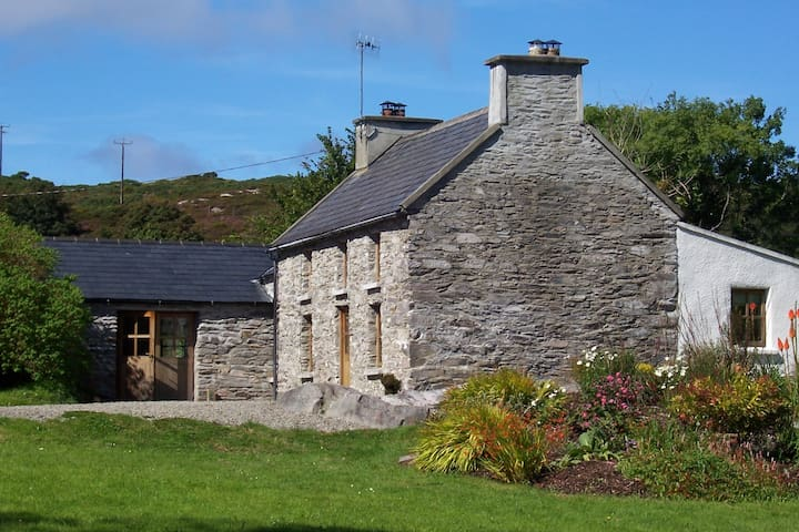 Original Irish Stone Cottage set in 2 acres - Toormore, Schull - Casa